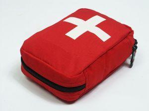 Dobrze wyposażona apteczka pierwszej pomocy powinna znaleźć się w plecaku każdego turysty