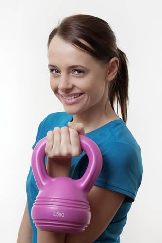 Kettlebell poprawi Twoją kondycję, pomoże Ci schudnąć, odstresuje i wpływnie pozytywnie na dobre samopoczucie.