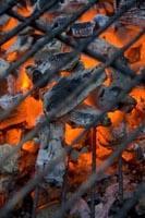 Zanim zaczniesz grilla przygotuj zapas węgla drzewnego lub brykietu.