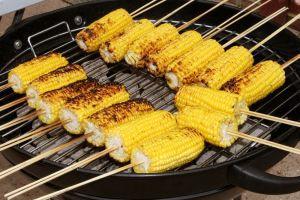 Kukurydza to doskonały pomysł na ciekawą potrawę na grill.
