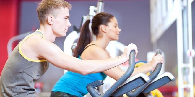 Indoor cycling to prawdziwa rewolucja w klubach fintess. Na rowerach szaleje coraz więcej osób.