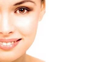Często zapominamy o odpowiednim nawilżeniu skóry, to poważny błąd! Regularnie nakładana maseczka, pozwoli nam ją utrzymać w odpowiedniej formie.