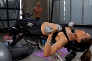 Ćwiczenia na piersi, które z łatwością przyciągnąć wygłodniałe, męskie spojrzenia.