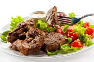 Możesz użyć mięsa wołowego lub wieprzowego.