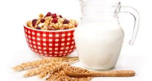 Mleko kokosowe czy migdałowe świetnie zastąpią mleko roślinne.