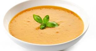 Zupa marchewkowa zawiera mnóstwo witaminy A.