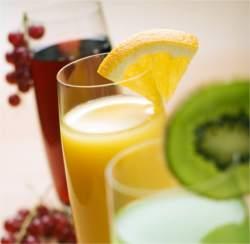 Soki owocowe to podstawa w diecie oczyszczającej.
