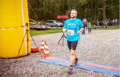 Jarek Juć kończący półmaraton