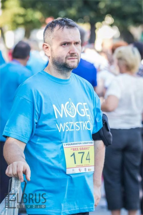 Jarek Juć w trakcie półmaratonu.