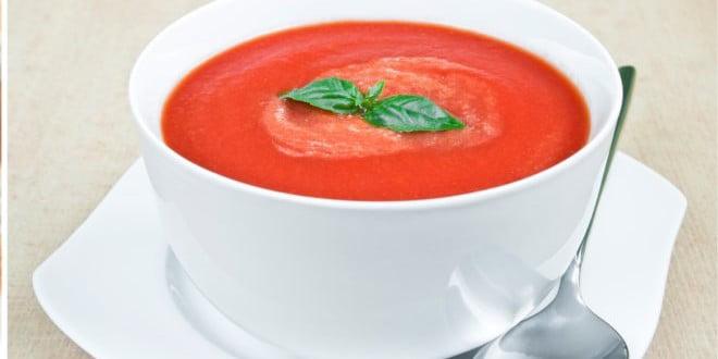 Doskonałe połączenie pomidorów i papryki, które tworzą niezapomniany i pyszny przepis na danie dla całej rodziny.