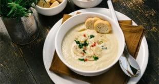 3 proste i smaczne przepisy na zupy krem - idealne do codziennych posiłków.