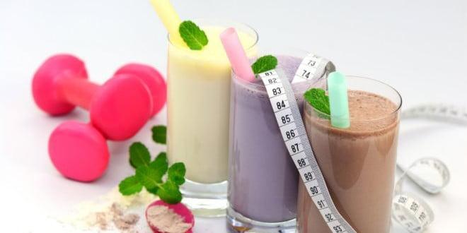 Do mleka dodaj trochę lodu, a uzyszkasz przepyszne smoothies.