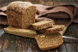 Zdrowe przepisy na smaczną kolację - chleb jest niezbędnym składnikiem.