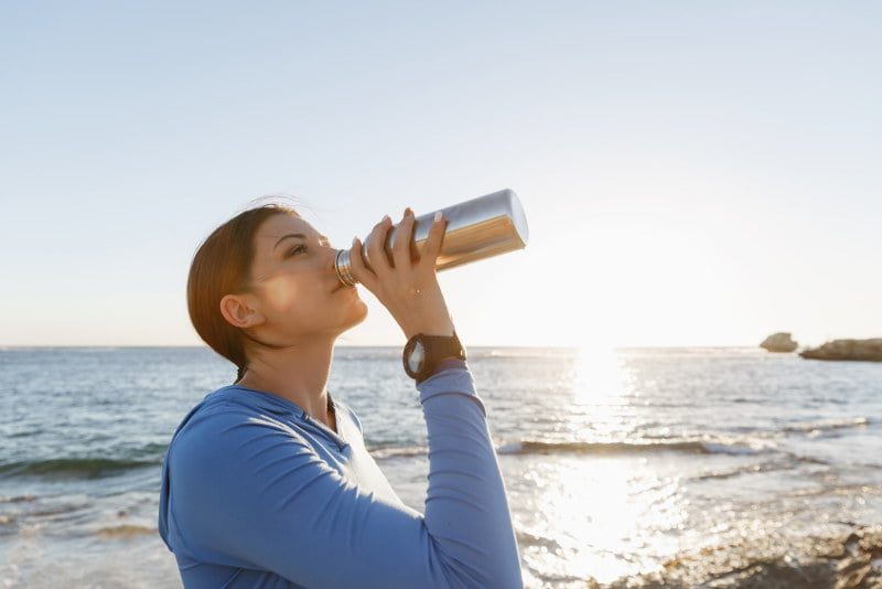 Jaką wodę pić? Przeczytaj i dowiedz się więcej!
