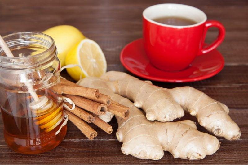 Sok z imbiru jest doskonałym dodatkiem nie tylko do herbaty.