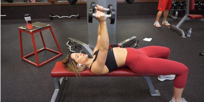 Zestaw ćwiczeń na podnoszenie piersi i ich pełne ujędrnienie.