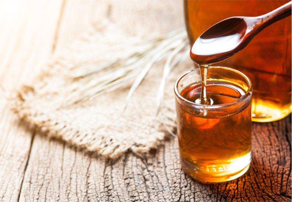Do herbaty na przeziębienie dodaj imbir, miód i cytrynę.