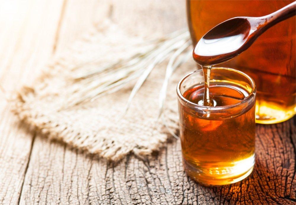 Miód pomaga nawilżyć gardło i przynosi ulgę w chorobie.