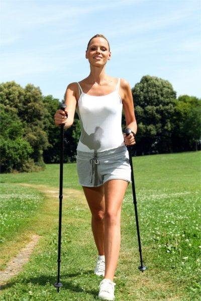 Dzięki kijkom do nordic walking będziesz ćwiczyć efektywniej.