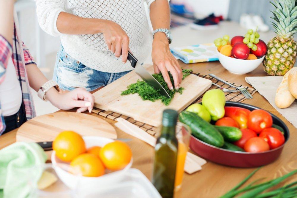 Dobra dieta na cellulit to taka, w której sama przygotowujesz posiłki w domu.