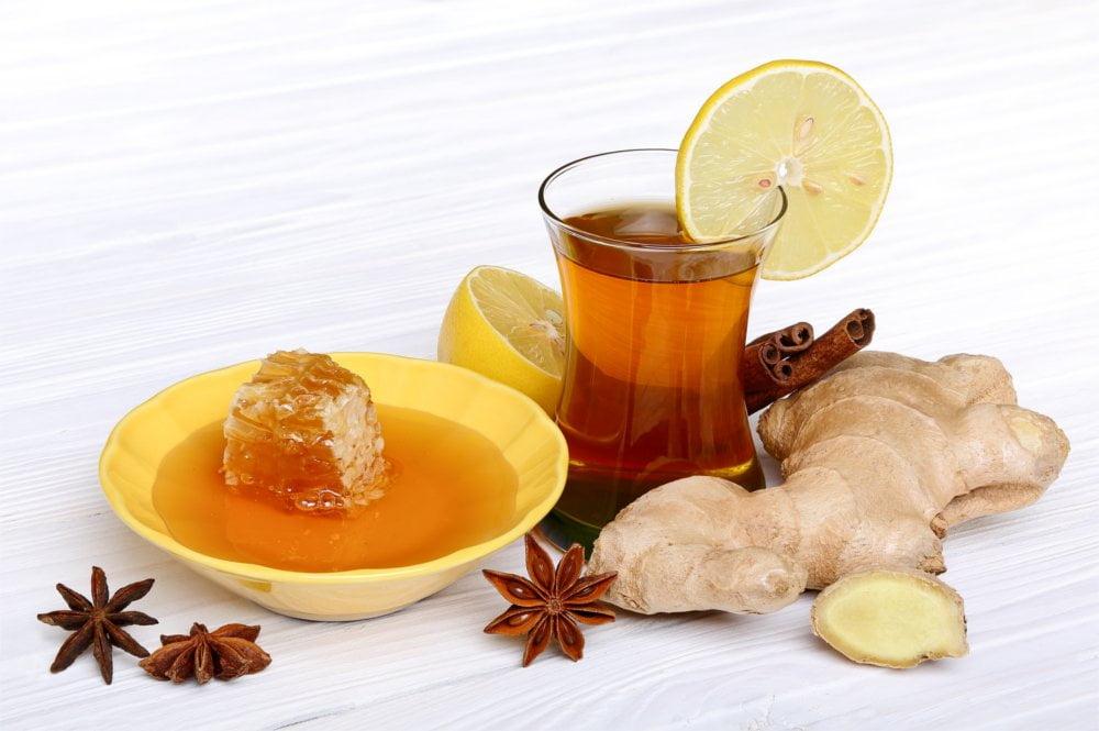 Herbata z miodem to doskonały sposób na wiosenne przeziębienie.