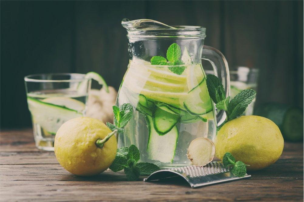 Zminimalizuj ryzyko zapalenia pęcherza jako choroby i pij dużo wody.