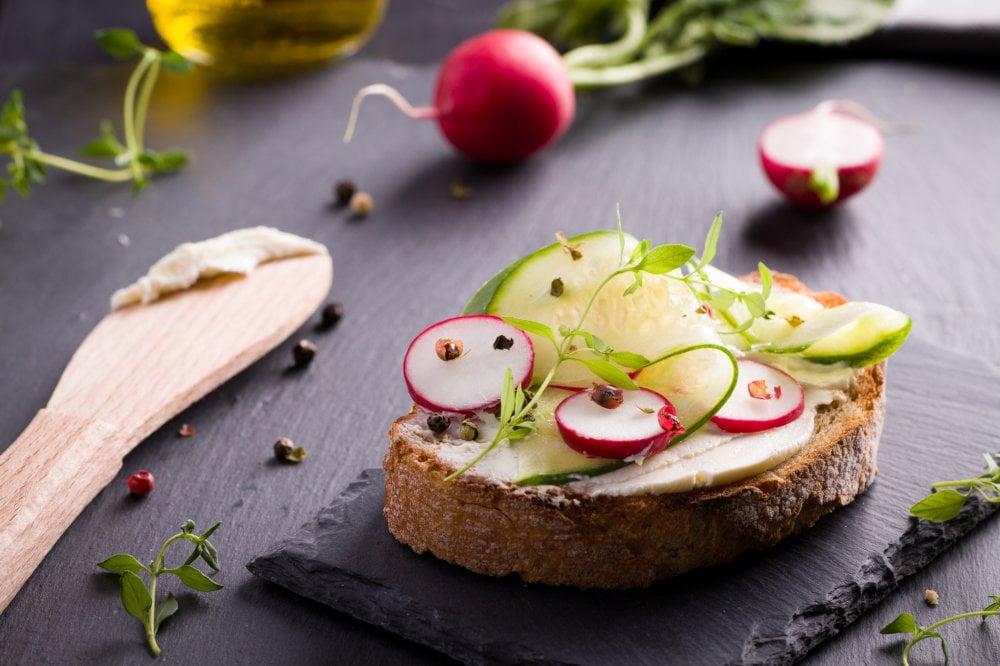 Rzodkiewki pasują do wielu potraw a najprościej dołączyć je do kanapek.