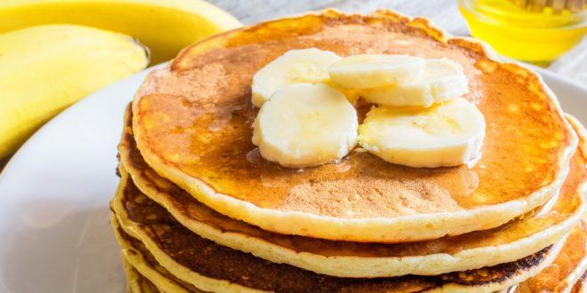 Placki babanowe to ewelacyjny pomysł na śniadanie bo są bogatym źródłem energii i witamin dla naszego organizmu.