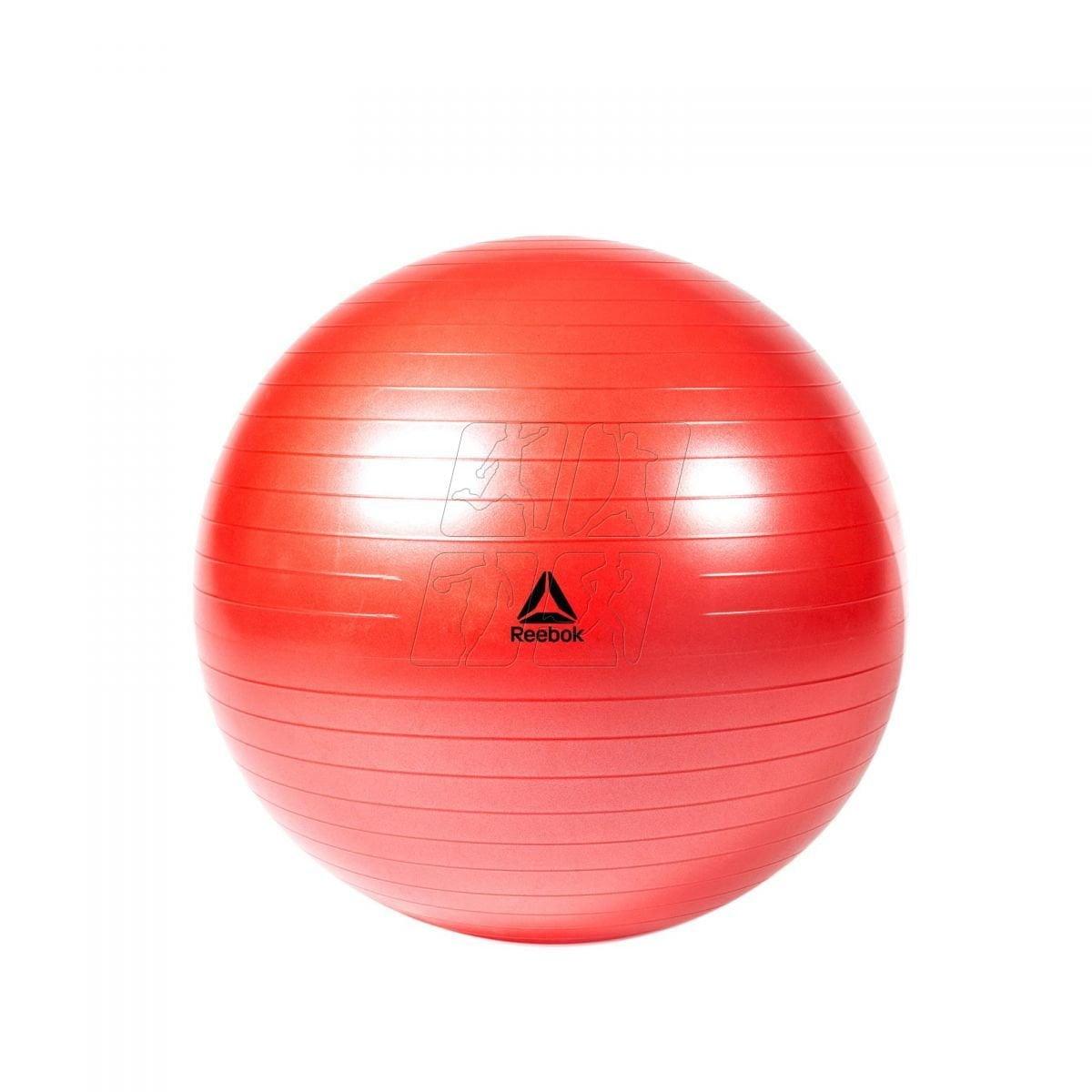 Piłka lekarska lub rehabilitacyjna jest przydatna do treningu siłowego i szybkościowego.