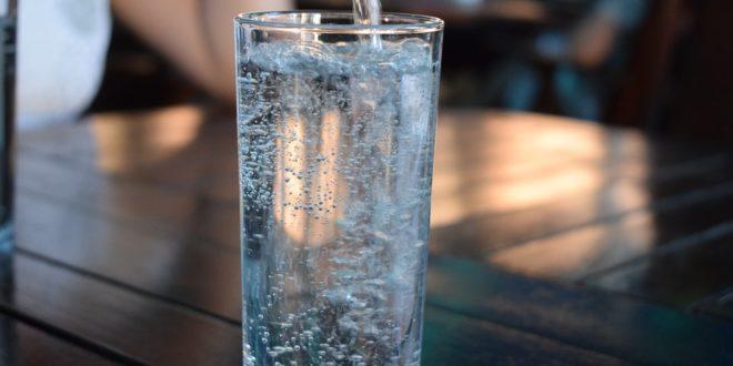 Jak wybrać dzbanek filtrujący na wodę?