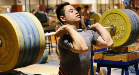 To ćwiczenie wzmacnia mięśnie brzucha - będą jak tytanowa stal.