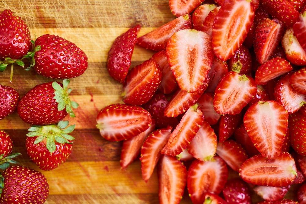W dzisiejszych czasach coraz więcej ludzi korzysta z zdrowej diety w cateringu.