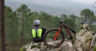 Górski rower to najlepsze rozwiązanie na jazdę w trudnym terenie.