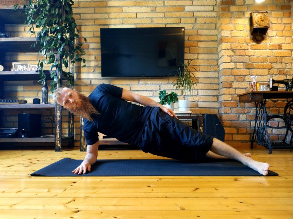 Plank boczny na przedramieniu.