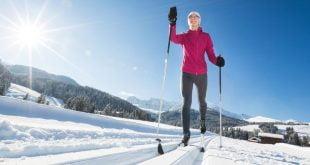 Biegając na nartach możemy wybrać malownicze trasy.