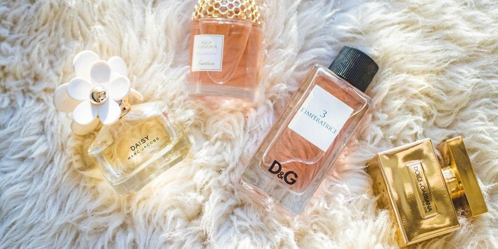Kompozycje zapachowe tworzą najpiękniejsze zapachy perfum.