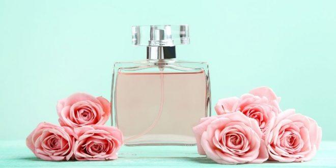 Perfumy w gustownych flakonach dodatkowo wzmacniają ekskluzywność prezentu.