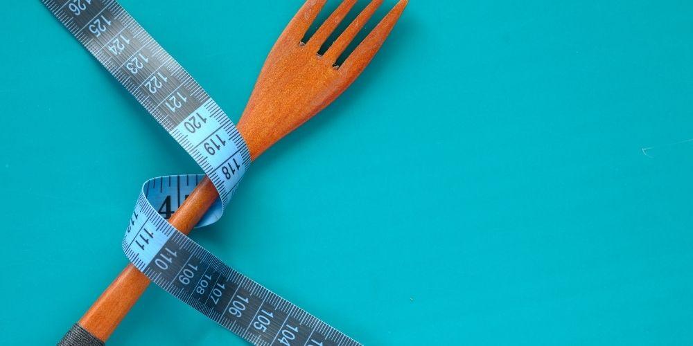 Nienasycone kwasy tłuszczowe produkty: ryby, orzechy, awokado, oleje roślinne.
