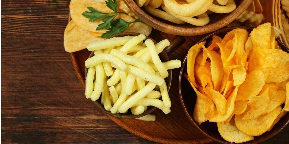 Chipsy, chrupki, frytki to początek listy produktów zawierających tłuszcze trans.