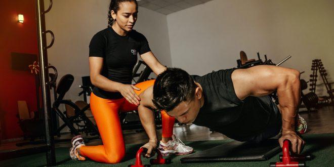 Jak ćwiczyć z obciążnikami na nogi lub kamizelką z obciążeniem.