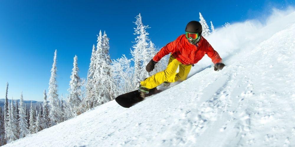 Różne sposoby zjeżdżania na desce snowboardowej.