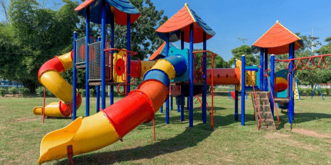 Własny plac zabaw w ogrodzie to gwarancja dobrej zabawy każdego dnia.