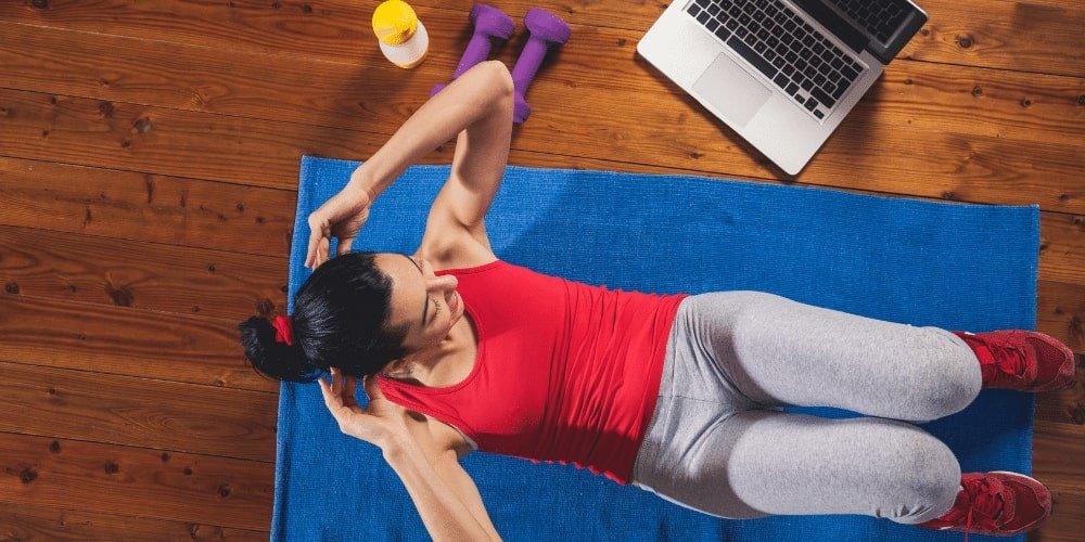 Do trening u w domu niezbędna jest przestrzeń i wygodny strój.