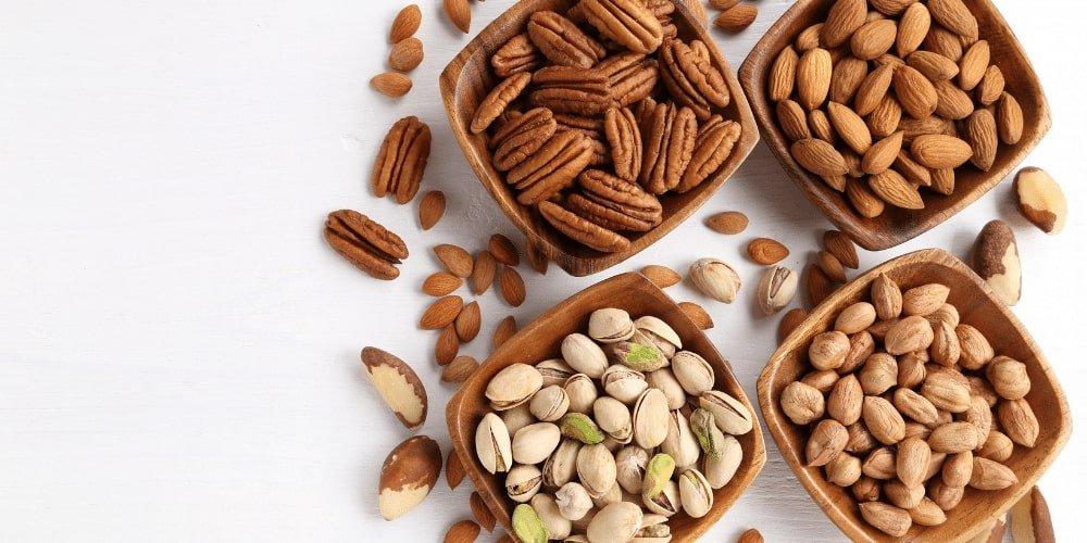Orzechy i rośliny strączkowe to doskonałe źródło białka dla wegan i wegetarian.