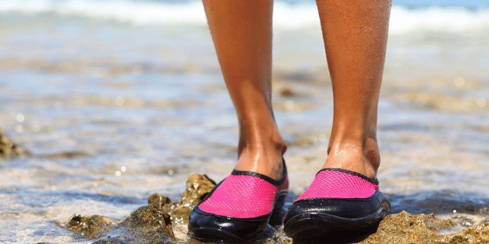 Buty do wody dla dzieci i dorosłych to niezbędny sprzęt do wypadku nad wodę.